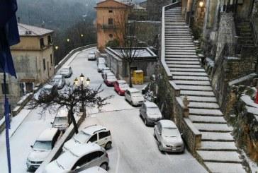 FOTO Bassiano si sveglia ricoperta dalla neve