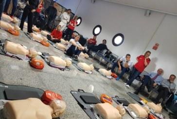 FOTO Primo soccorso, i calciatori della Lazio imparano a usare il defibrillatore