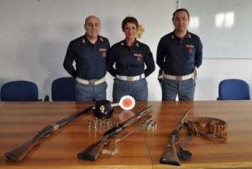 FOTO Minaccia di morte la convivente, la polizia sequestra due fucili