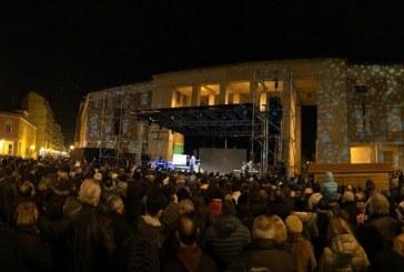 FOTO Capodanno in piazza a Latina con Giobbe Covatta e le cover di Vasco Rossi