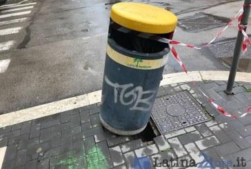 FOTO In via Umberto I cede anche il marciapiede, così è stato messo in sicurezza