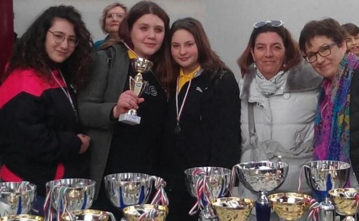 Alunni pontini premiati ai campionati scolastici di Scacchi