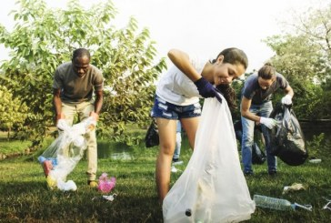 Latina, i volontari fanno jogging raccogliendo i rifiuti come in Svezia