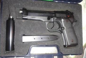 Un arsenale al Villaggio Trieste, arrestata una agente della polizia penitenziaria