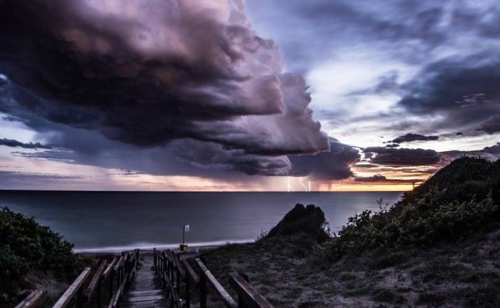 FOTO Latina Lido, nuvole e temporale in arrivo sul mare