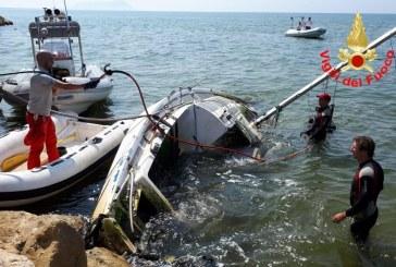 FOTO Recuperata la barca a vela incagliata a Rio Martino