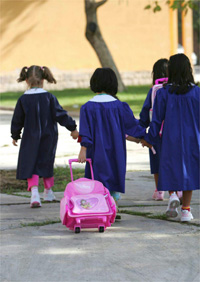 alunni_grembiule_bambini_scuola_cartella